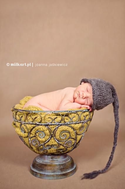 czapka ręcznie robiona dla noworodka i niemowlaka na drutach wełniane rekwizyty Pani Wełenka