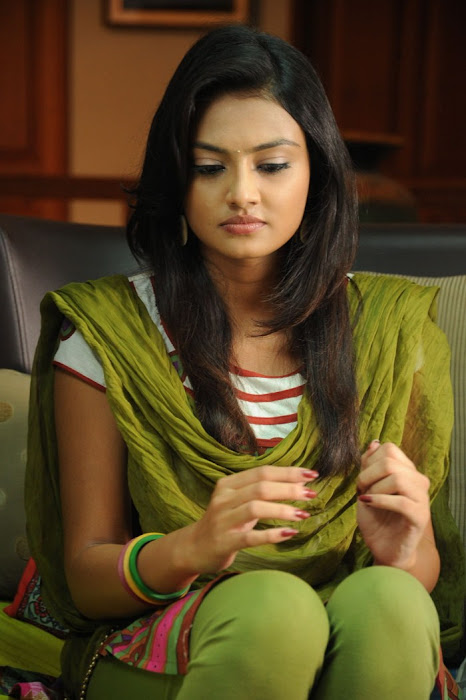 nikitha narayan from its my love story, nikitha narayan cute stills