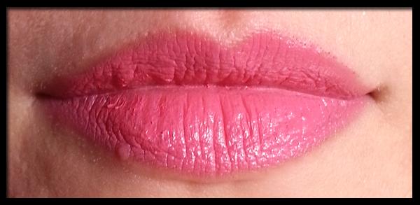 MAC Lipstick in Chatterbox Swatch su labbra