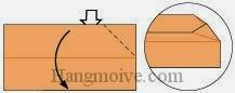 Bước 6: Mở lớp giấy trên cùng ra, kéo và gấp lớp giấy xuống dưới.