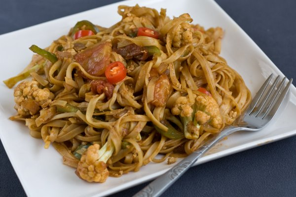 Chicken stir fry with noodles recipe chinese food recipes serve and enjoy this delicious chinese food recipe chicken stir fry with noodles forumfinder Gallery