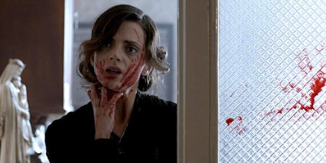 Macarena Gómez voller Blut.