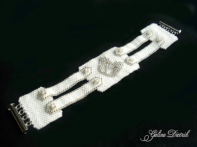 Белый браслет из бисера Форма и содержание