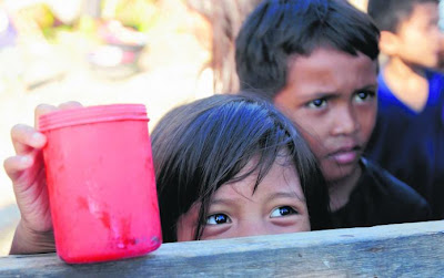 mangsa Taufan Bopha di bandar New Bataan, wilayah Compostela Valley, selatan Filipina