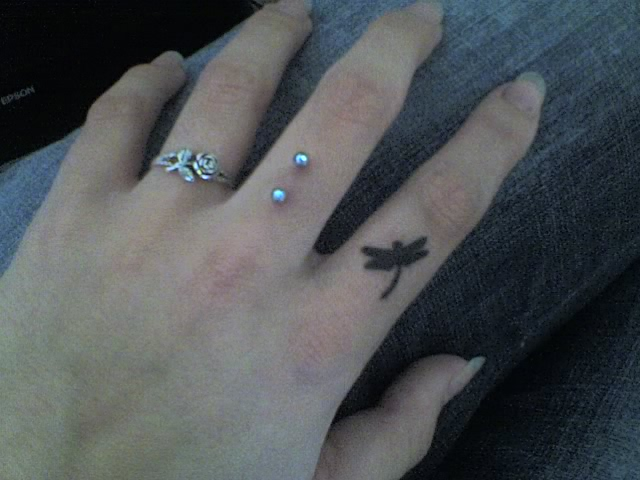 diamond tattoos on fingers. finger tattoo. Finger Tattoo