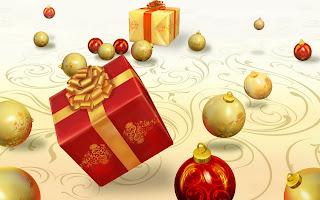 Bolas de navidad y regalos