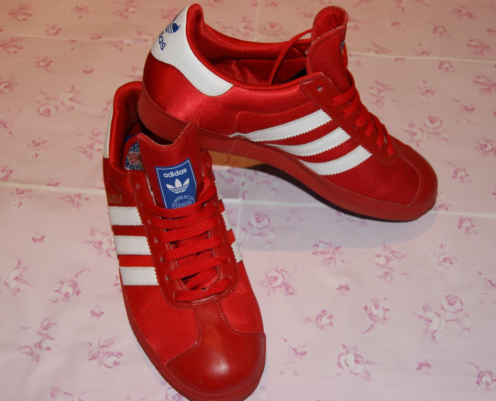 fotos de zapatillas adidas rojas