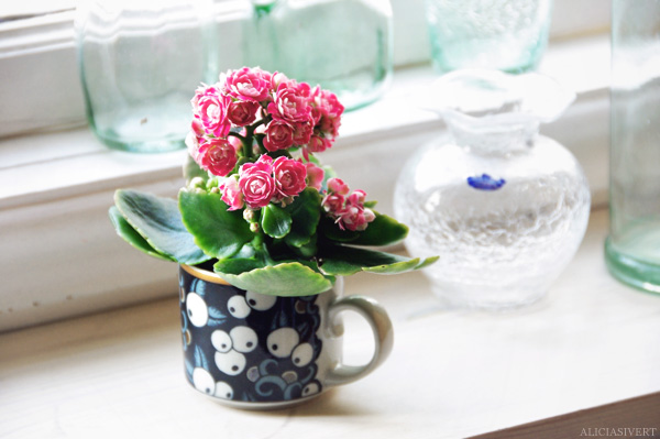 Mumindalen blir en djungel aliciasivert alicia sivertsson flower flowers arabia cup coffee cup glass vase