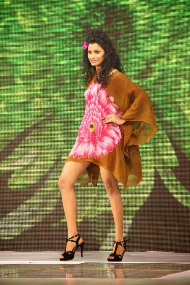 Randika Dissanayake legs hot