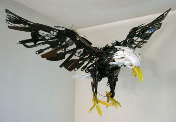 sayaka ganz esculturas animais em movimento de objetos plásticos reciclados