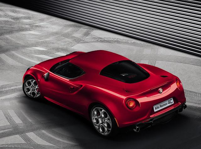 La nuova Alfa Romeo 4C (tre quarti posteriore)