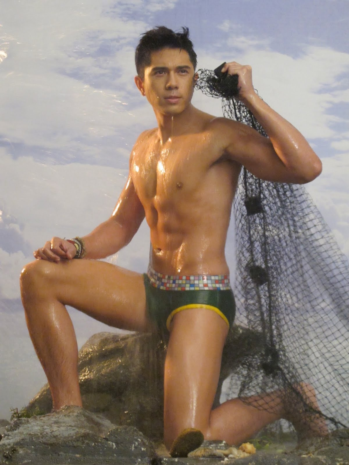 Paulo Avelino Bench Photo Scandal