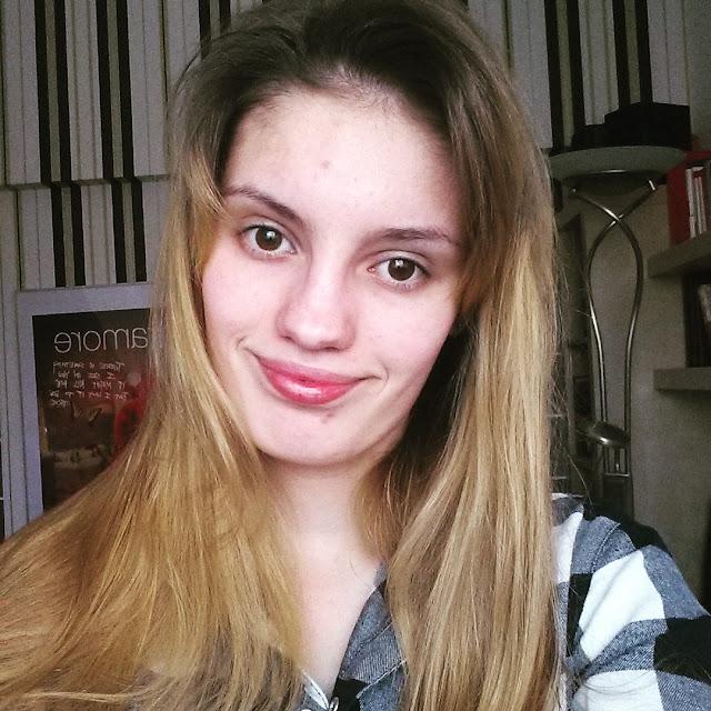 blogger, instagram, selfie, ładna dziewczyna, brązowe oczy