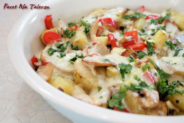 ziemniaki pieczone z bryndzą i warzywami