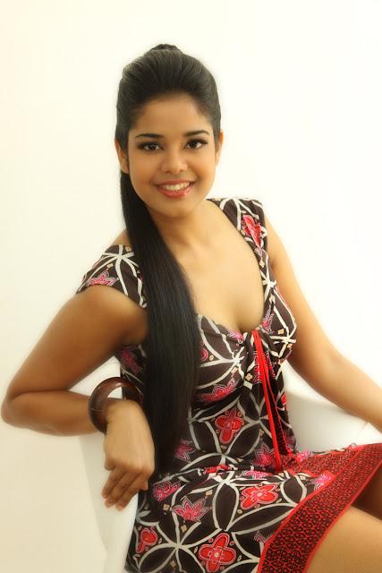 Sri Lankan Fashion Models Photos: Anupama Wanaguru - Miss Srilanka