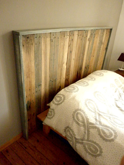 faire une t te de lit avec de palettes en bois. Black Bedroom Furniture Sets. Home Design Ideas