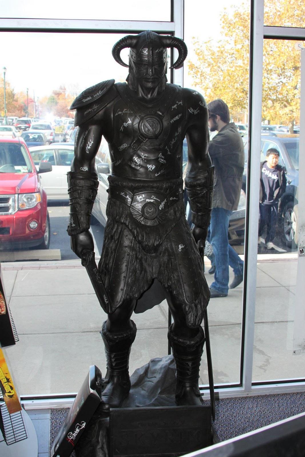 http://1.bp.blogspot.com/-drfnWkX_nVI/TsI4F5ct6FI/AAAAAAAAAhQ/ltX39kXZ0HU/s1600/dragonborn-dovahkiin-statue2.jpg