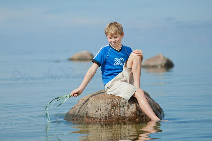 poiss-kivil-laulasmaa-rand