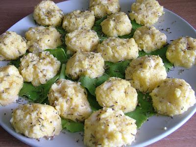 Kluchy serowe z kaszy kukurydzianej