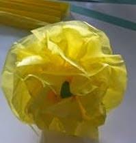 http://manualidadesparaninos.biz/una-flor-para-el-dia-de-la-madre/