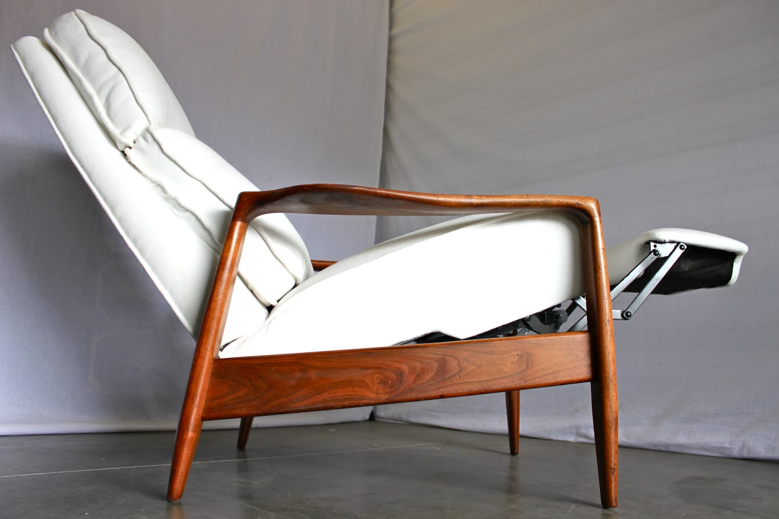 Rare Milo Baughman recliner refinished & MODERNHAUS: May 2012 islam-shia.org