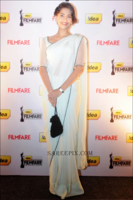 Sonam Kapoor in white saree at Idea Film Fare 2012