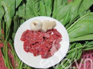 Canh cải bó xôi nấu thịt bò