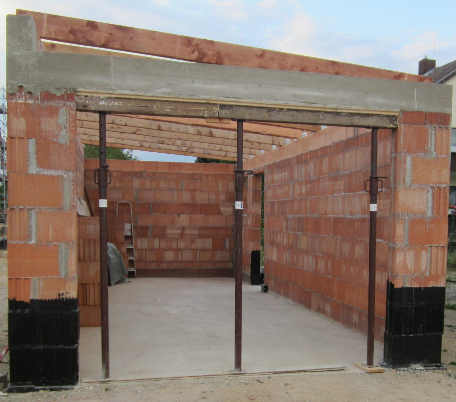 unser hausbau garage in eigenleistung verschalung entfernt. Black Bedroom Furniture Sets. Home Design Ideas