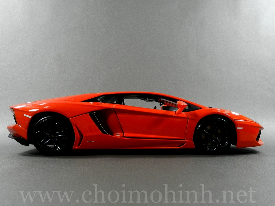 Lamborghini Aventador 1:18 bBurago orange side