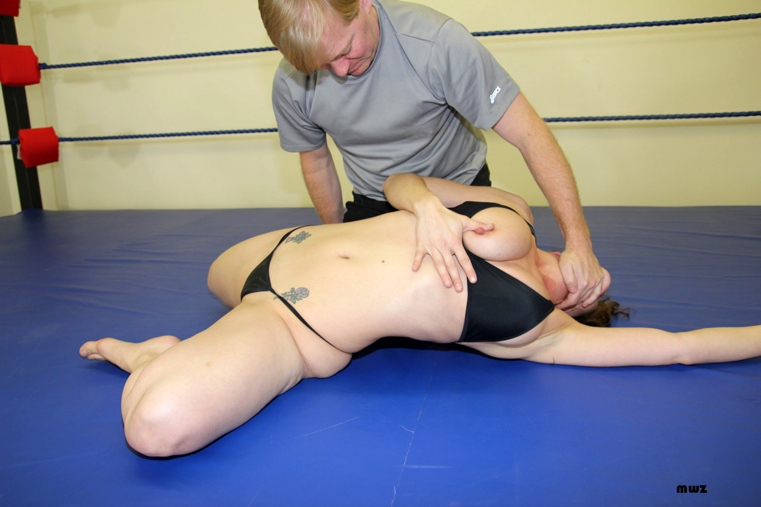 bikini mixed wrestling swingerclub inside
