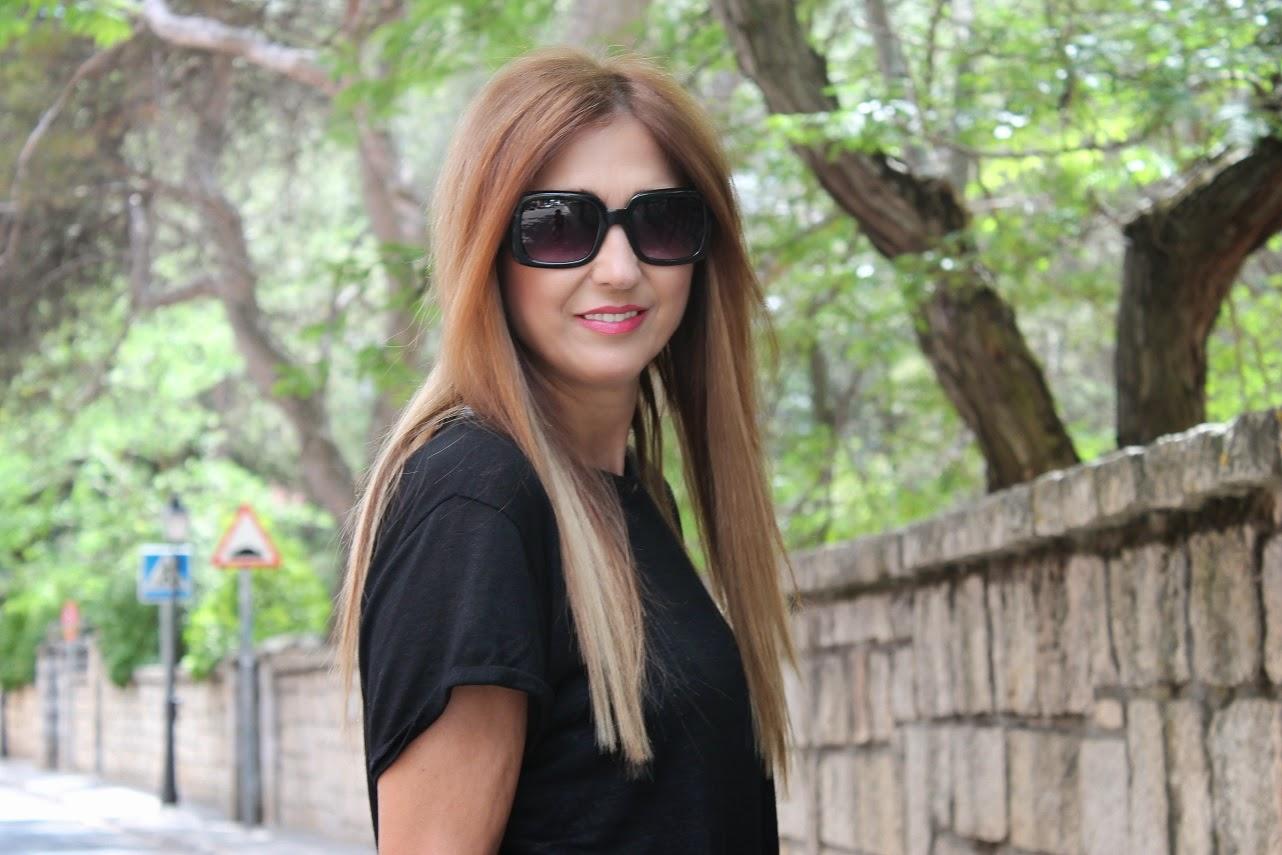 Black, sandals, t-shirt, bag, Kiss and Fly, Parfois, Look, street style, Carmen Hummer, blog de moda, fashion style