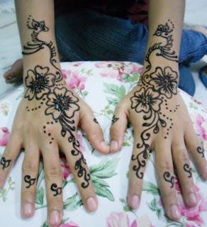 Cik Bunga Leen Henna
