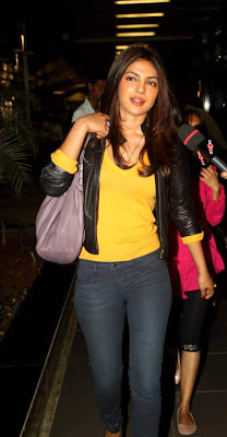 priyanka chopra snapped at airport actress pics