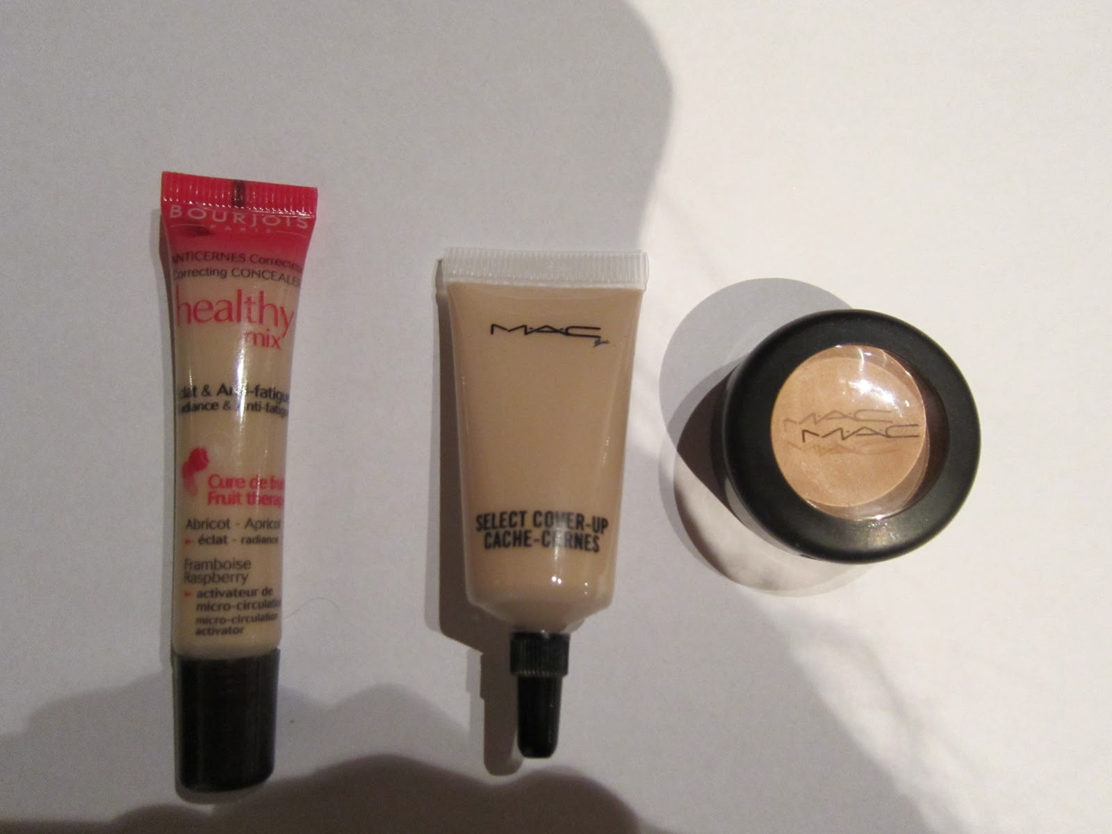 le blog de delphine mes anti cernes comparatif du studio finish concealer de mac vs select. Black Bedroom Furniture Sets. Home Design Ideas