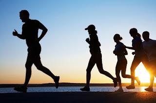 perbedaan jalan dan lari dalam olahraga,antara jalan dan lari terletak pada,lari dan jalan cepat dalam olahraga,pengertian lari dan jalan,