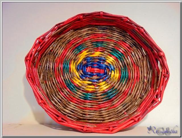 плетение подноса из газетных трубочек