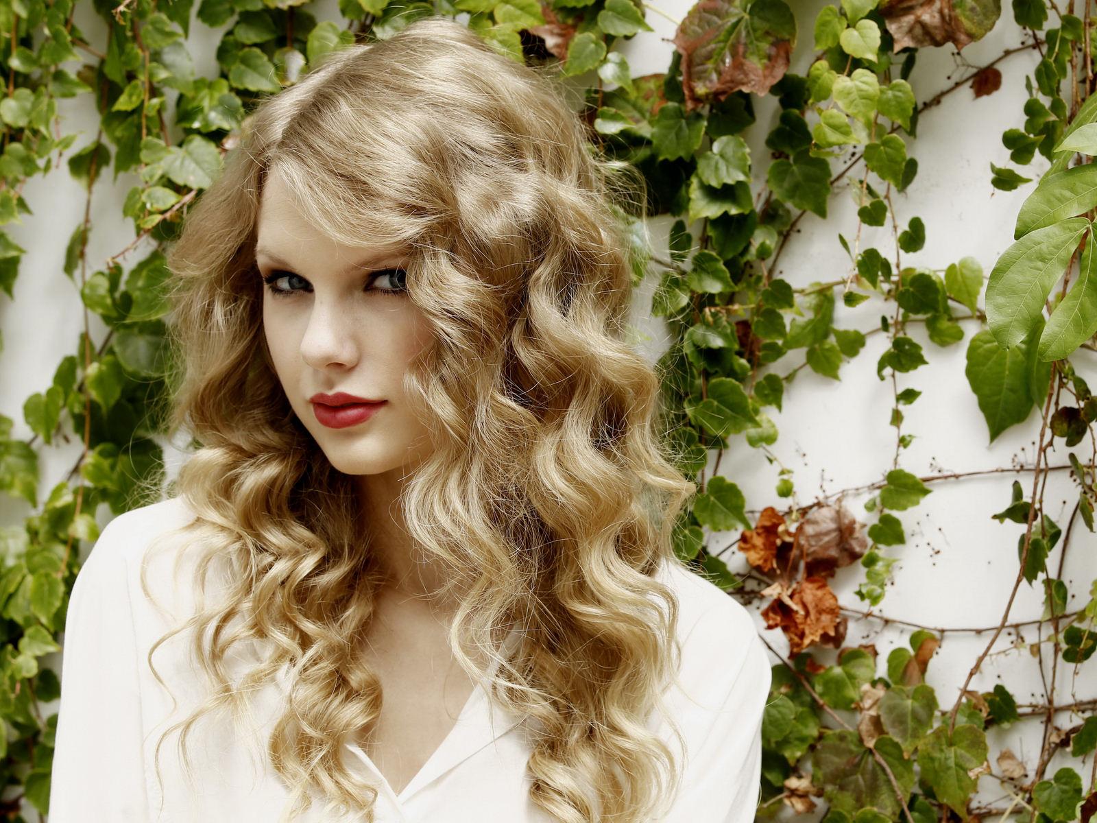 http://1.bp.blogspot.com/-dt9Od1Wzhho/UKO7gCtwuvI/AAAAAAAAFkQ/9imcpmBgLY0/s1600/Taylor-Swift-008-1600x1200%5B1%5D.jpg