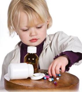 طريقة إسعاف الطفل فى حالة تناوله للأدوية بالخطأ