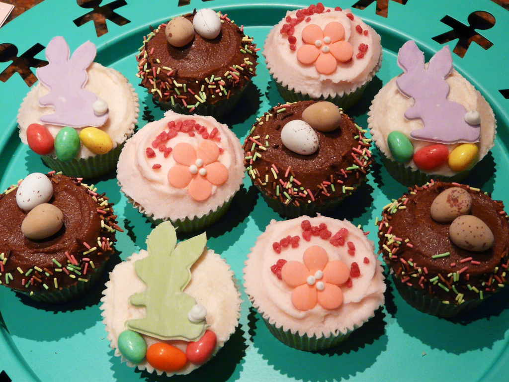 Sparkle cupcakes cupcakes designs for Cute cupcake decorating ideas for easter