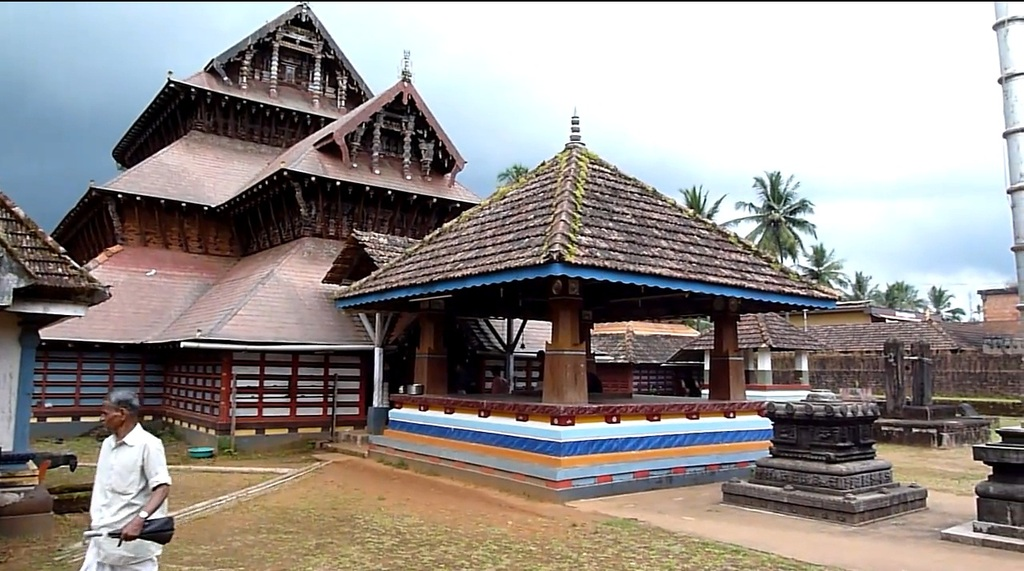 Adoor India  City new picture : Sri Mahalingeshwara temple, Adoor, Kerala ~ Popular Temples of India