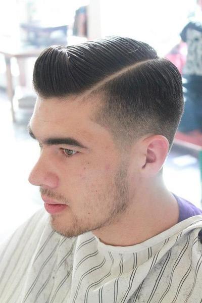 Tampil keren tapi klasik ala model rambut undercut juga tidak kalah menarik  dengan model rambut lainya.