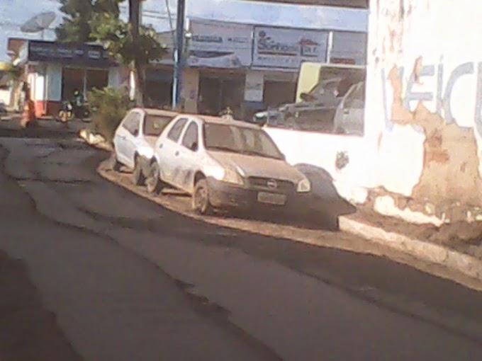 POLÊMICA EM CAXIAS: Prefeitura e proprietário de carros não se entendem e asfalto fica incompleto!!!