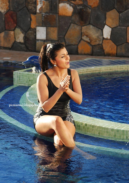 Aarthi puri looking very sexy and attractive sexy image gallery