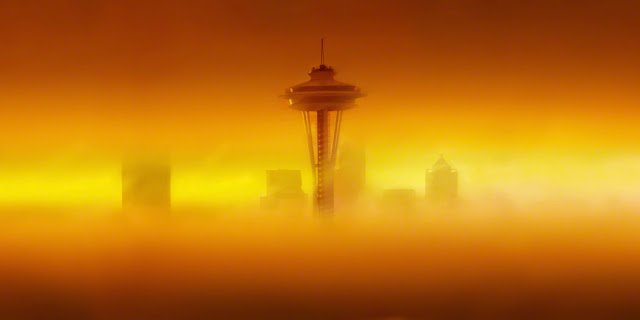 seattle sunrise in the fog