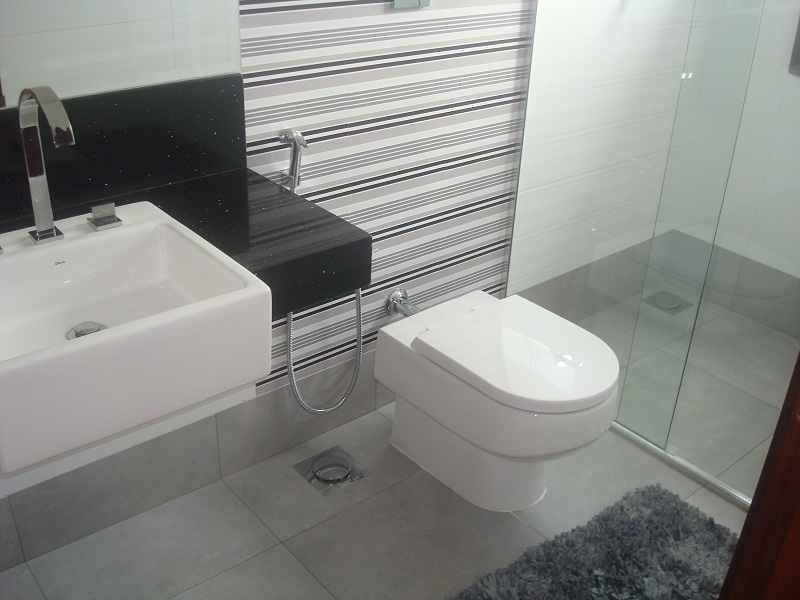 Construindo um Castelinho Revestimentos dos Banheiros -> Banheiro Planejado Cinza