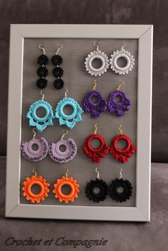 crochet et compagnie cadre pr sentoir pour des bijoux. Black Bedroom Furniture Sets. Home Design Ideas