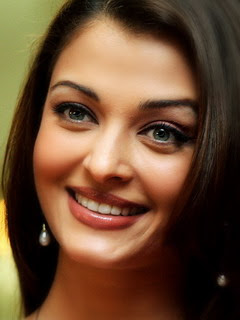 Sweet smiling ash ashwariya rai cute face pics blue eyes ~ Indian TV