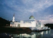 Masjid UIAM Kuantan. Bia'h solehah yang indah=)