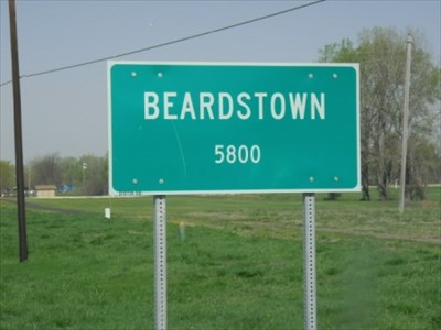 A photo of the town sign for Beardstown, Illinois population 5800