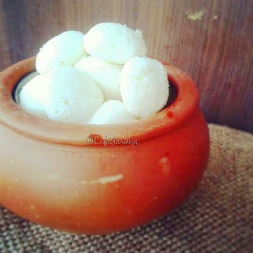 http://cookwithpriyankavarma.blogspot.co.uk/2014/06/begali-rasgulla-by-garima-sarolia.html